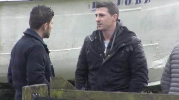 Baldr en Johan spreken Mehmet aan omdat hij teveel over de kistjes grap zou vertellen