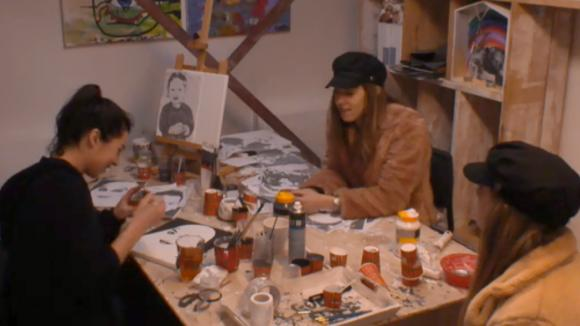 Beau vertelt Fay over de boot van Johan die toch kan blijven