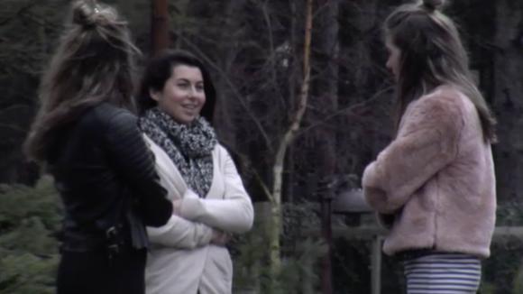 Beau vertelt de tweeling over de zoen en weet nog niet wat ze precies met Johan wil
