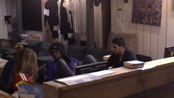 Chipp, Mehmet en Billy belanden in een discussie over verantwoordelijkheden rondom de sales