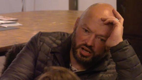 De tweeling vraagt of Baldr jaloers is op mede bewoner Johan