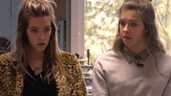 Demi, Madilia, Fay en Linda praten het gedoe rondom de groothandel uit