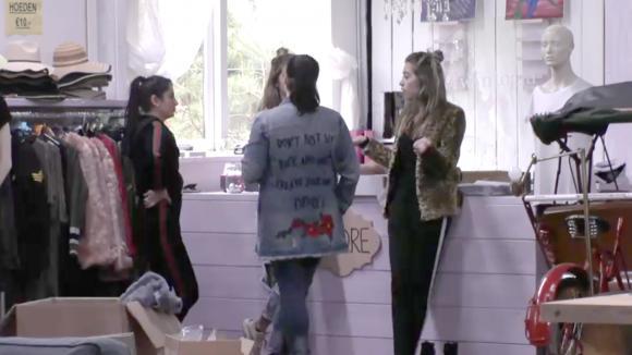 Demi en Fay hebben een flinke discussie met Linda en Madilia over de groothandel