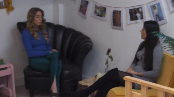 Billy en Madilia bespreken de vreemde relatie van Beau en Johan