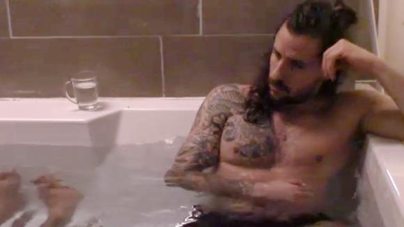 Ivan en Ruud gaan gezellig samen in bad om te vieren dat ze weer samen zijn