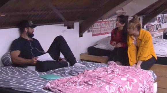 Ivan laat Romy en Madilia weten dat hij geen sneaky rat is tijdens een verhoor over het kistje