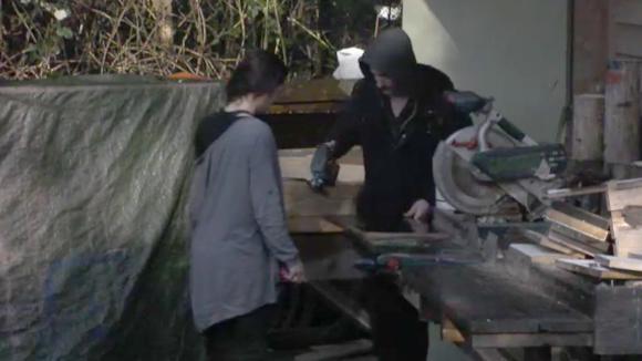 Johan biedt zijn hulp aan zodat Beau de cake-off mogelijk gaat winnen