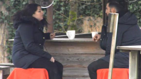 Linda en Ivan hebben een goed gesprek over de huidige situatie in Utopia
