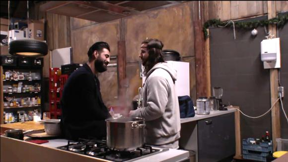 Ruud en Ivan hebben een gesprek over Ruud zijn mogelijke terugkomst in Utopia
