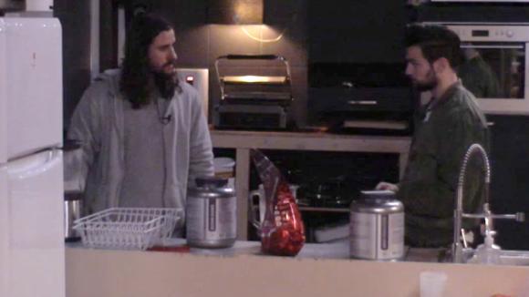 Ruud legt aan Cemal uit hoe het nu tussen hem en Billy zit