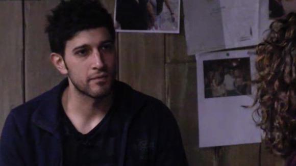 Chipp en Mehmet bespreken het gedrag van Ivan