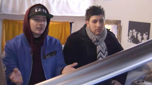 Chipp en Mehmet vertellen José dat zij René en haar wilde koppelen