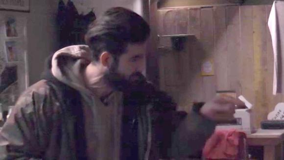 Linda spreekt Ivan aan op de boodschappen grap en krijgt ruzie met hem