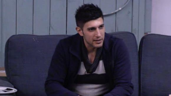 Mehmet kan na zijn ruzie met José haar niet meer serieus nemen