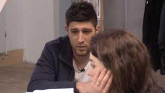 Mehmet spreekt Beau aan op haar lakse gedrag