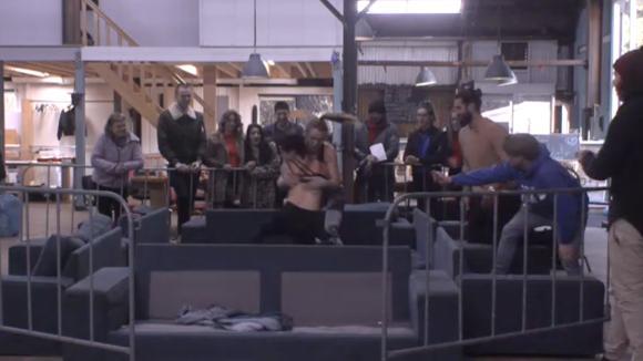 Romy en Beau geven een voorproefje op hun sexy worstel wedstrijd