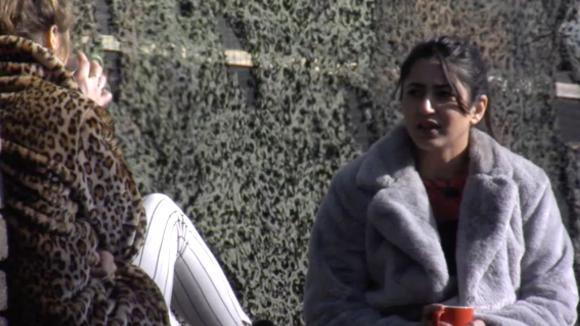 Romy en Madilia hebben respect voor de manier waarop Demi met Senna zijn vertrek omgaat