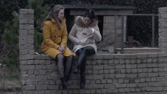 Het valt Madilia en Romy op dat Billy steeds minder vrienden heeft