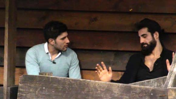 Mehmet spreekt Ivan aan, hij is de directeur van Utopia niet